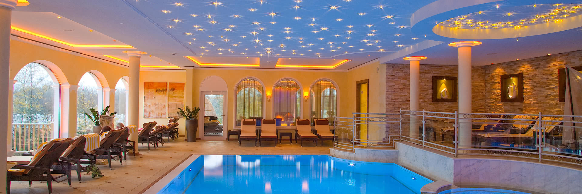 Indoor Pool im Garten SPA im Wellnesshotel Genussdorf Gmachl in Salzburg